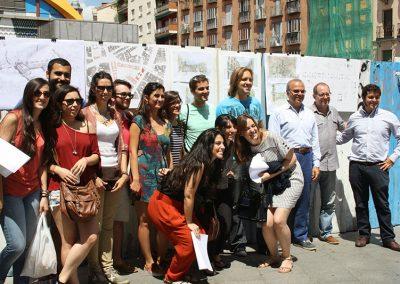 El equipo presentando el proyecto en la Plaza de la Cebada (fotografía de Estíbaliz Sierra Alegre)