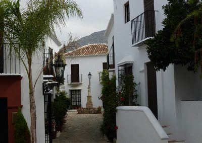 Las Lomas Club, Marbella - Plaza - Donald Gray