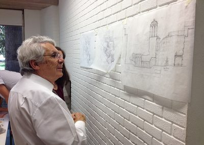Rafael Manzano en la exposición de trabajos