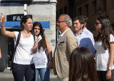 Visita de alumnos y profesores a la plaza de la Cebada